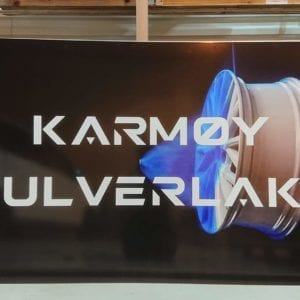 Fasadeskilt produsert for Karmøy Pulverlakk