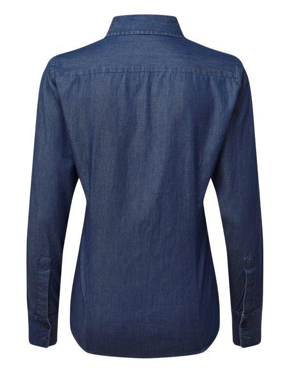Tykking av logo på denimskjorte
